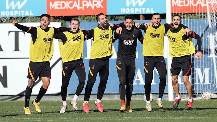 Galatasarayda çalışmalar sürüyor Feghouli, Etebo ve Babelde son durum...