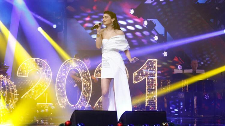 Ayça Ayşin Turan kimdir, kaç yaşında ? Ayça Ayşin Turan, O Ses Türkiye 2021 Yılbaşı Özel'de