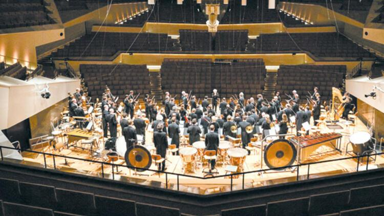 Berlin ve Viyana Filarmoni orkestralarının yeni yıl konserleri ekranda