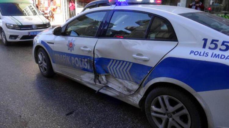 'Dur' ihtarına uymadılar, kovalamaca sırasında polis aracına çarptılar