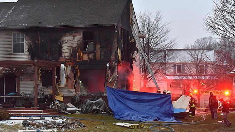 ABD'de uçak faciası, evin üzerine düştü ve korku dolu anlar yaşattı!