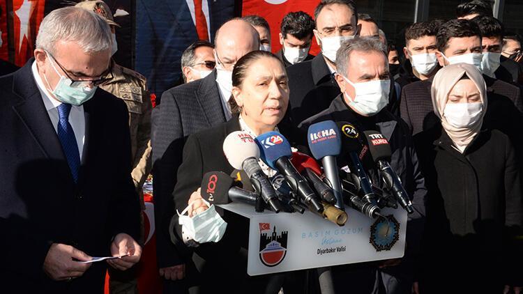 Diyarbakır'da dershane önündeki bombalı saldırıda yaşamını yitirenler anıldı