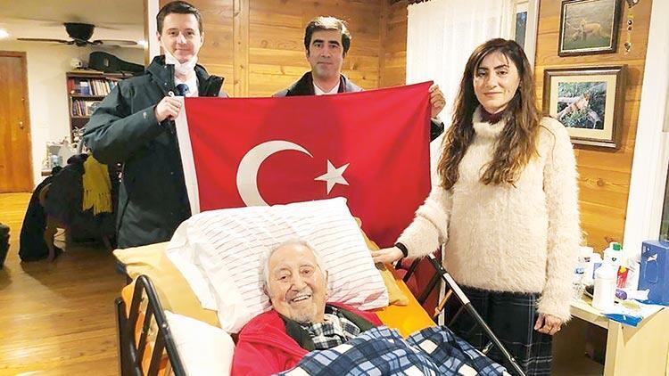 33 yıl sonra... Prof. Dr. İlhan Başgöz Türkiye'ye döndü, şiir okudu