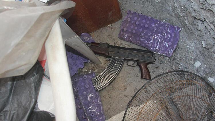 Adana'da polisten kaçarken Kalaşnikof ile yakalanan şüpheli: Silahlarla talim yapacaktık