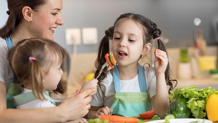 Pandemide evde kalan çocuklar için beslenmede nelere dikkat edilmeli?