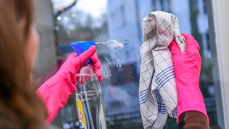 Cam temizleyiciyle bunları sakın yapmayın