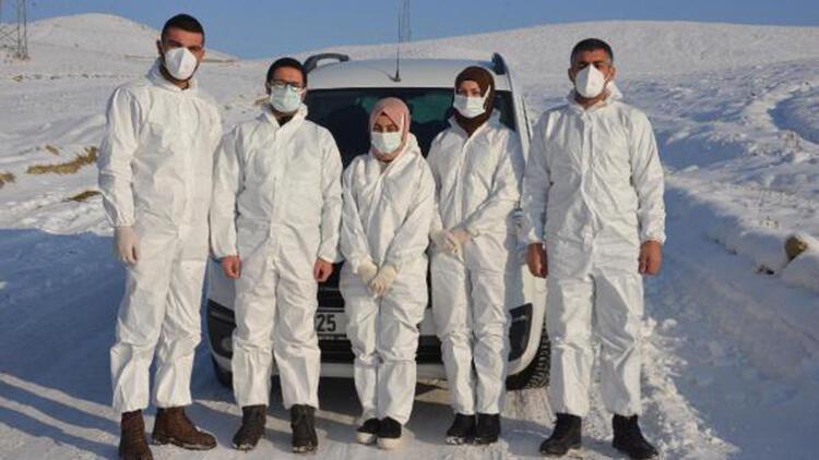 Filyasyon ekipleri, karlı dağları aşıp, hastalara ulaşıyor