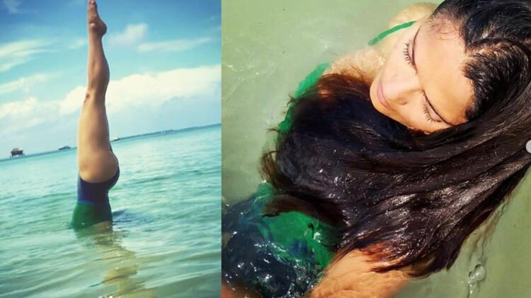 Salma Hayek'ten ilginç poz.. Denizde amuda kalktı