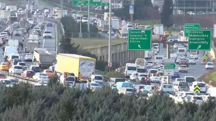 İstanbul'da kısıtlamaya saatler kala trafik kilit