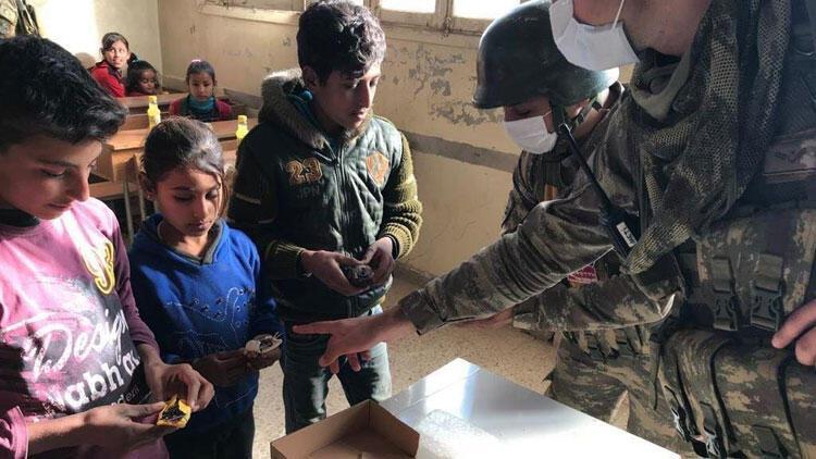 Milli Savunma Bakanlığı paylaştı! Çocuklara, patlayıcıdan korunma eğitimi...