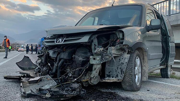 Araçların hurdaya döndüğü kazada şans eseri ölen ya da yaralanan olmadı