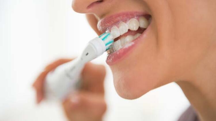 Diş Beyazlatma (Bleaching) İşlemi Nasıl Yapılır?