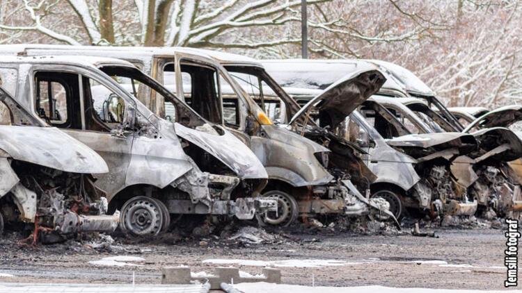 Neredeyse her gece iki otomobil yandı