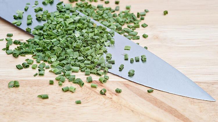 Mutfak bıçakları en kolay nasıl bilenir? Kahve kupasıyla bıçak bileme