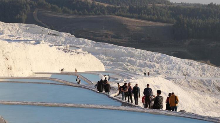 Pamukkale'yi 11 günde 6 bin 850 kişi ziyaret etti
