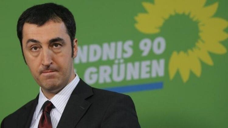 Özdemir'in başı, sahte sosyal medya hesaplarıyla dertte