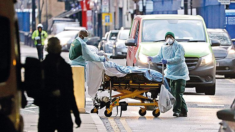 İngiltere'de hastanelerde yer kalmadı... 'Acile değil, otele gidin'
