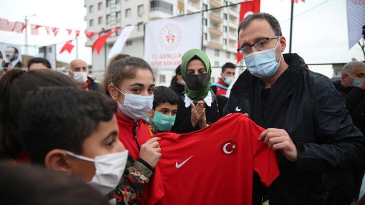 Gençlik ve Spor Bakanı Kasaoğlu'ndan Siirtli çocuklara çifte sürpriz!