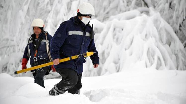 Uludağ'da elektrik ekiplerinin zorlu mesaisi
