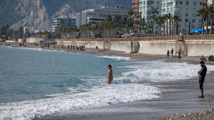 Her yerde kar varken, Antalya'da deniz keyfi!
