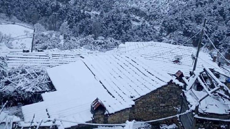 Bergama'da yüksek kesimler karla kaplandı