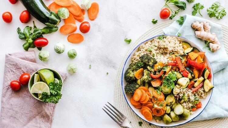 Karbonhidratlardan vitaminlere, hangi besin grubu vücuda nasıl etki ediyor?