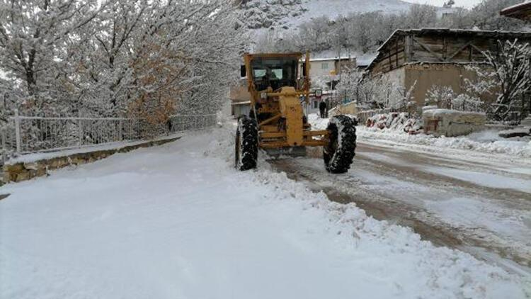 Bayburt'ta ekiplerin kar mesaisi