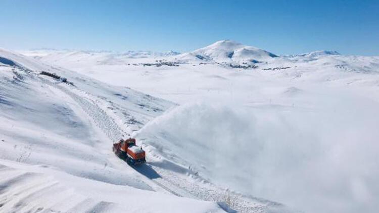 Van'da karla mücadele; 52 yerleşim yerinin yolu açılmaya çalışılıyor