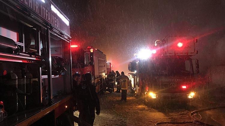 Bursa'da bulunan plastik enjeksiyon fabrikasında korkutan yangın