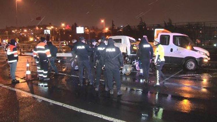 Oto kurtarıcı yol bakım kamyonuna çarptı: 2 ölü
