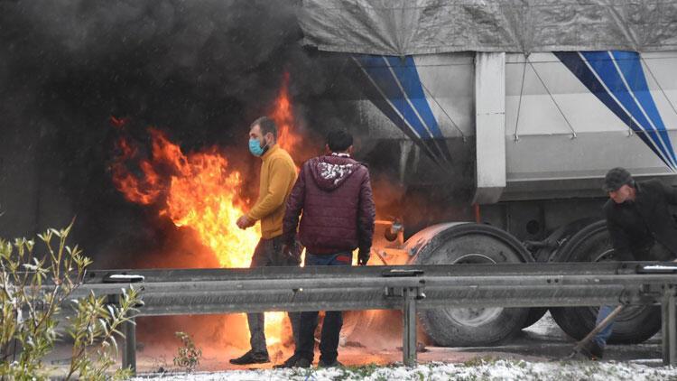TIR'daki yangın zincirleme kazaya neden oldu!
