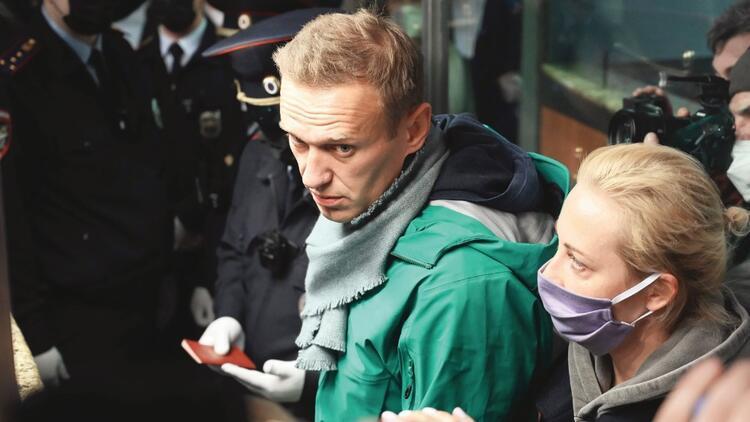 Dönüşü olaylı oldu Navalni tutuklandı