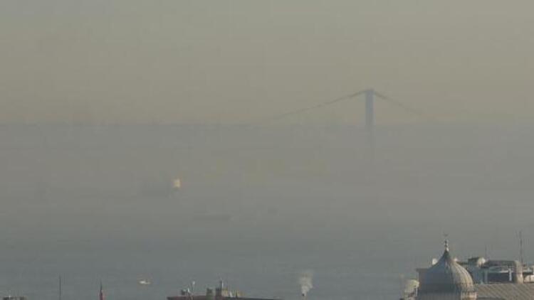 İstanbul Boğazı'nda gemi geçişlerine sis engeli