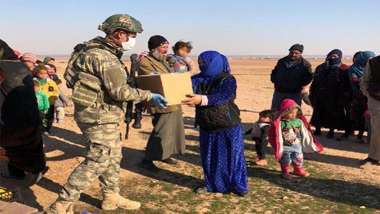 Mehmetçikten Barış Pınarı bölgesinde gıda yardımı