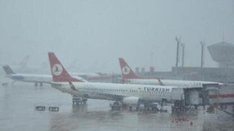 Diyarbakır'da hava ulaşımına kar engeli! 22 sefer iptal edildi