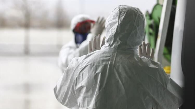 Almanya'da son 24 saatte 989 kişi Kovid-19'dan öldü