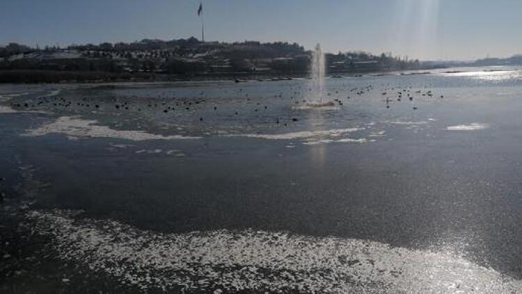Ankara'da göller ve havuzlar buz tuttu