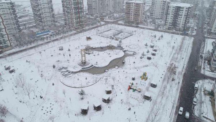 Diyarbakır'ı kaplayan beyaz örtü, havadan görüntülendi