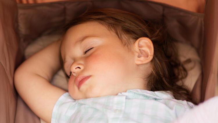 Çocukların rahat uykuya dalması için uyku rutini nasıl oluşturulur?