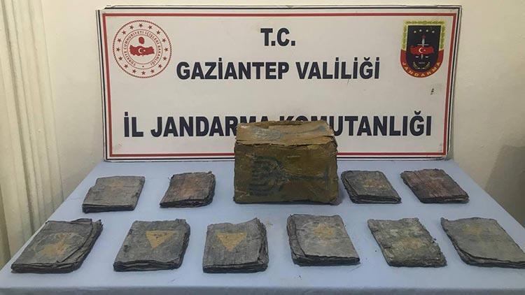 Gaziantep'te tarihi eser operasyonu! Altın yazmalı Tevratlar ele geçirildi
