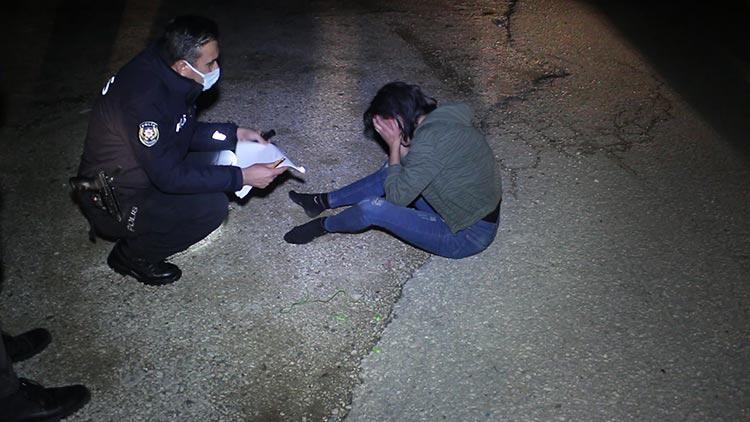 Adana'da bir kadın darbedilip otomobilden atıldı