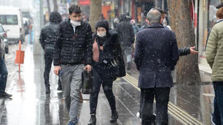 Diyarbakır'da kar yağışı bugün de sürdü