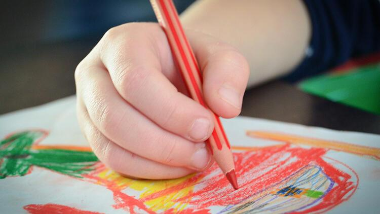 Çocukların solak mı sağlak mı olduğunu nasıl anlarız?