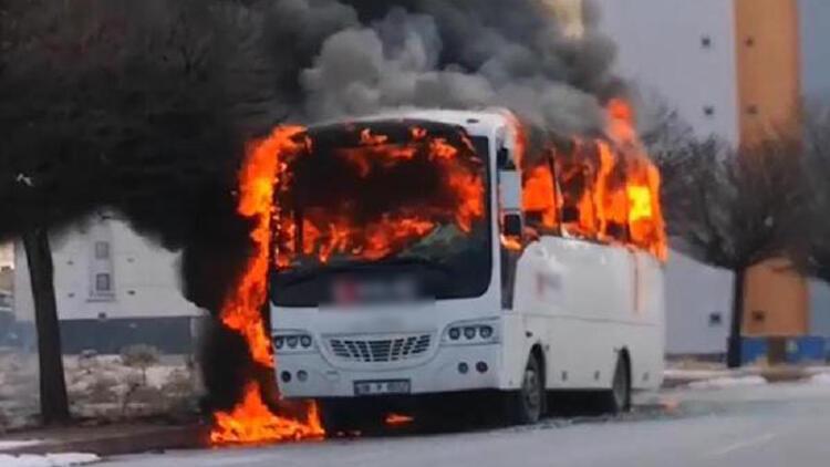 Kayseri'de boş işçi servisi yandı