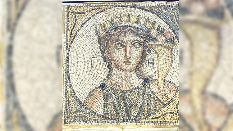 2 bin yıllık mozaikle yakalandılar