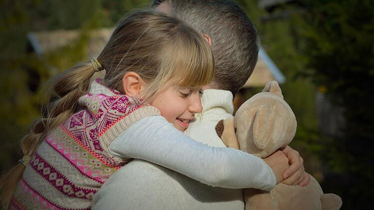 Çocuğunuza düzenli olarak sarılmak neden bu kadar önemli?