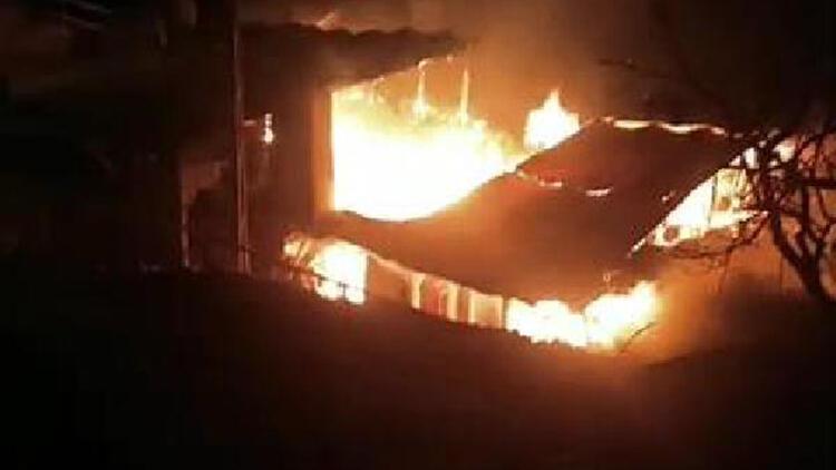Karaman'da 3 ev, alev alev yandı