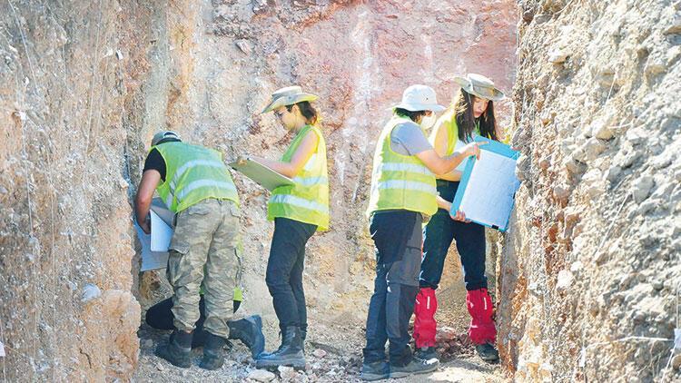Deprem uzmanları 7 hendek kazıp inceledi: Fayın üstü yerleşime kapandı