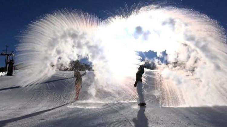Eksi 21'i gördü, havaya atılan sıcak su buz oldu