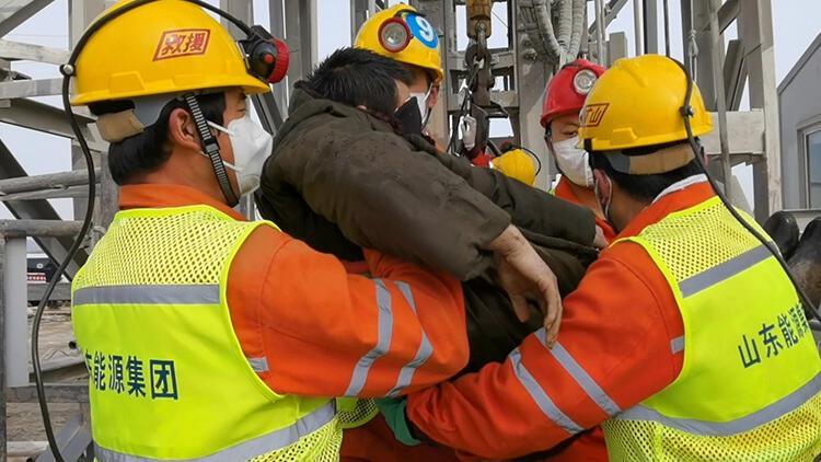 Çin'de mahsur kalan 22 madenciden 11'i iki hafta sonra kurtarıldı